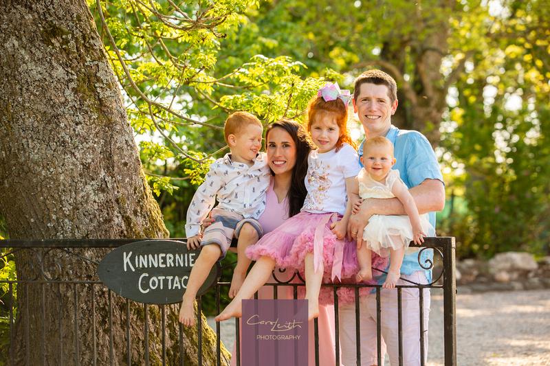 #doorstepportraits #familyphotography #doorstepphotography #lockdown2020 #familyphotography #familyphotoshoot #aberdeenshirefamilyphotos